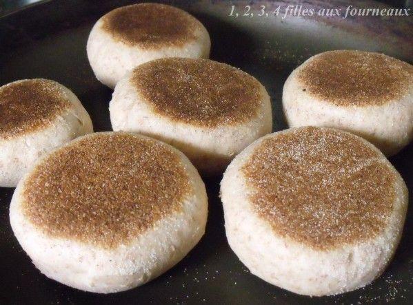 Aujourd'hui, je vous propose des petits muffins bien moelleux que je fais régulièrement. Je les faits souvent en grande quantité pour en congeler et en avoir régulièrement sous la main. Ils sont également parfaits pour de bons hamburgers faits maison....