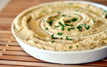 Hummus, ricetta vegetariana - L'hummus è un ottima salsa per accompagnare diverse pietanze. Grazie alle sue proprietà, è perfetto per i vegetariani e i vegani.