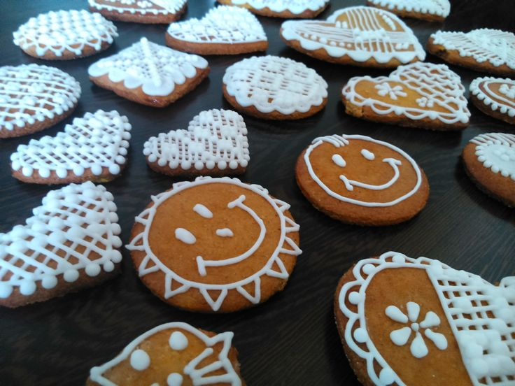Gluten free Honiees - honey cookies decoraded by sugar glaze.
