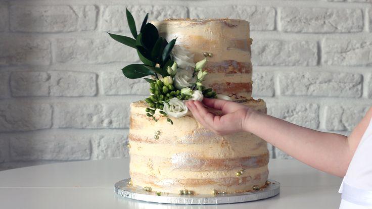 Orchideli – piętrowy tort komunijny bez lukru dekorowany świeżymi kwiatami, piętrowy tort na chrzciny bez lukru plastycznego, naked cake with fresh flowers decoration.