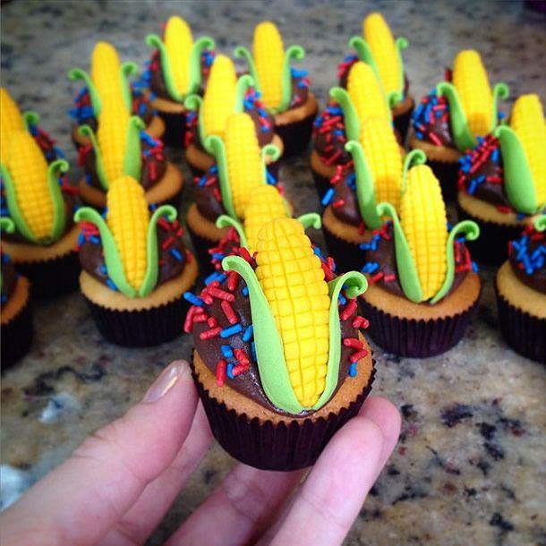 achados do instagram: doces juninos. Cupcake decorado com milho.