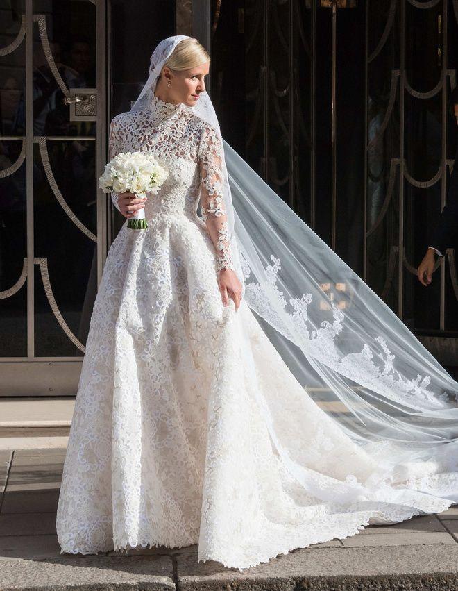 La robe de mariée Valentino de Nicky Hilton Mariage avec James Rothschild http://www.vogue.fr/mariage/inspirations/diaporama/la-robe-de-marie-valentino-de-nicky-hilton-mariage-avec-james-rothschild/21578#la-robe-de-marie-valentino-de-nicky-hilton-mariage-avec-james-rothschild-9