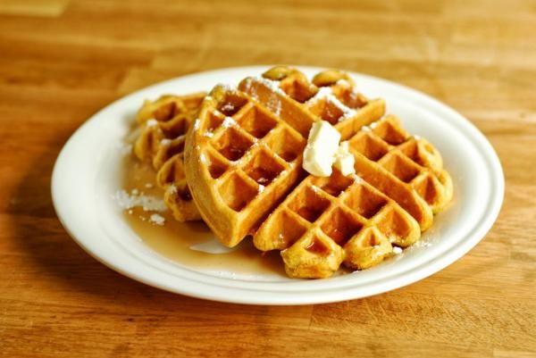 Aprenda a preparar waffle simples e delicioso com esta excelente e fácil receita. Procurando como fazer um waffle simples e delicioso? No TudoReceitas.com partilhamo...