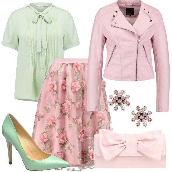 Camicetta a maniche corte con fiocco color verde abbinata a gonna a campana color nude in fantasia floreale e giubbotto in ecopelle rosa. Completano l'outfit le décolleté in pelle con tacco a spillo color menta, la pochette rosa con fiocco e gli orecchini con pietre.