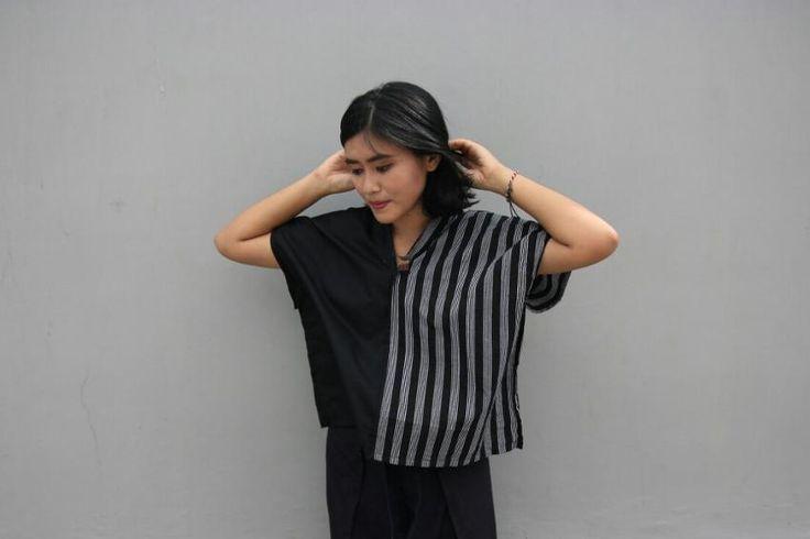 Model baju Lurik Areng berasal dari Yogyakarta. Motif lurik garis dengan teknik ditenun menjadi menarik saat ini  yang diminati banyak anak muda. Dengan pe...