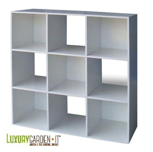 Libreria di design moderno composta da 9 cubi. Disponibile nel bianco e color ciliegio.