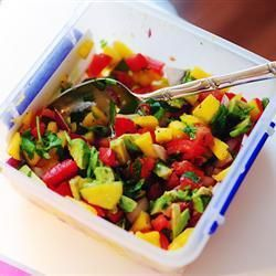 Salsasaus met avocado, tomaat en mango