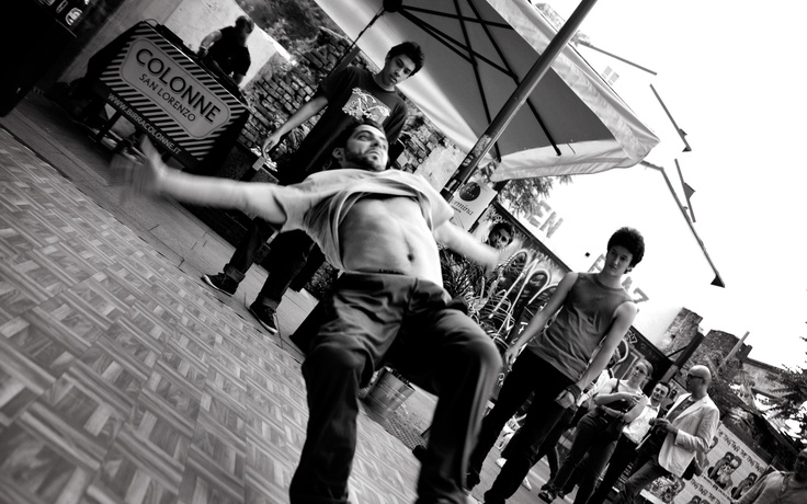 Performance di breakdance tenutesi presso Farinami Express durante la festa per il primo anno di apertura.Photos by www.chiaratesser.com