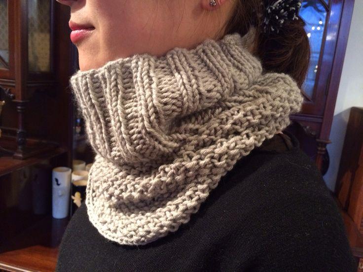 冬の手編みはマフラーよりもスヌードがオススメ!短い時間で編めて、基本の編み方だけでもオシャレに仕上がります。スヌードの編み方とスヌードキットをご紹介しているブログです。