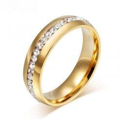 Anillo de acero en color oro con cristales brillantes. #steeljewellery.  Crystal steel ring