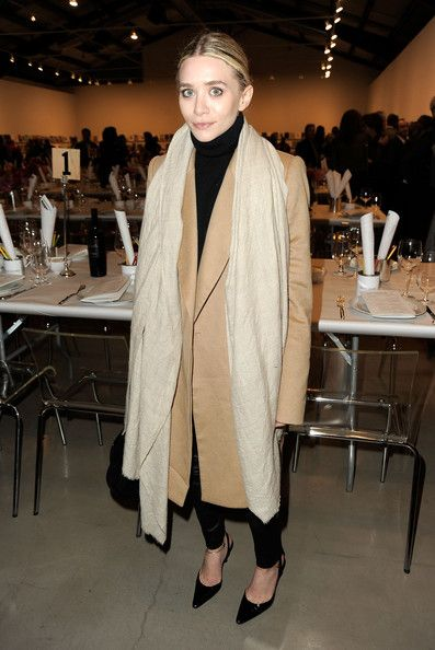 Un abrigo de cashmere y unos stilettos, y perfecta. Ashley Olsen tiene sus dias, pero cuando no intenta ser la más fashion victim acierta.