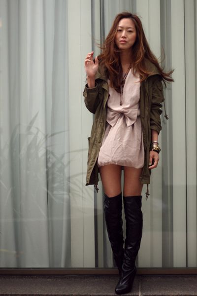 Copy and paste wardrobe.: Fall Style, Dresses Inspiration, Clothing Style, Songofstyl Style, Knee Boots, Black Boots, Europe Outfits, Fall Fashion, Beige Skirts