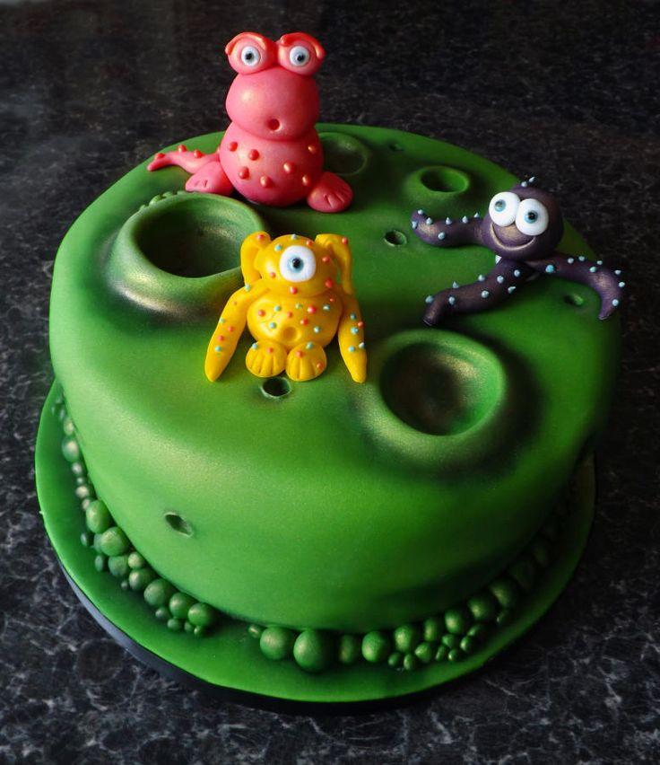 Alien Cake - Cake by TheNiceSliceBakery