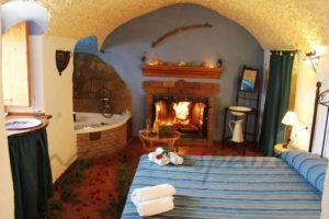 Casas Cueva Cazorla Suite (Hinojares, Jaén) - Una escapada con encanto: casas rurales con chimenea