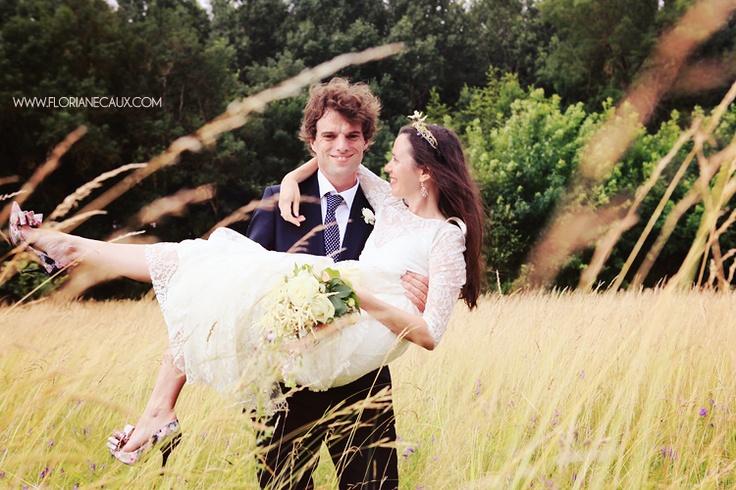 Floriane Caux Photographe de Mariage - De jolis Mariages - Toulouse, Ariège.  Photo de couple du mariage de Pierre et Valérie.  #mariage #wedding #couple #fields