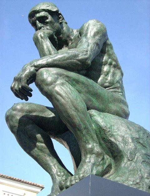 """""""El pensador"""" (1902) de Auguste Rodin. Se encuentra en el museo Rodin en el periodo del realismo artístico. El tema fue por Dante Alighieri. Las técnicas son de bronce y mármol, de género arte cinético."""
