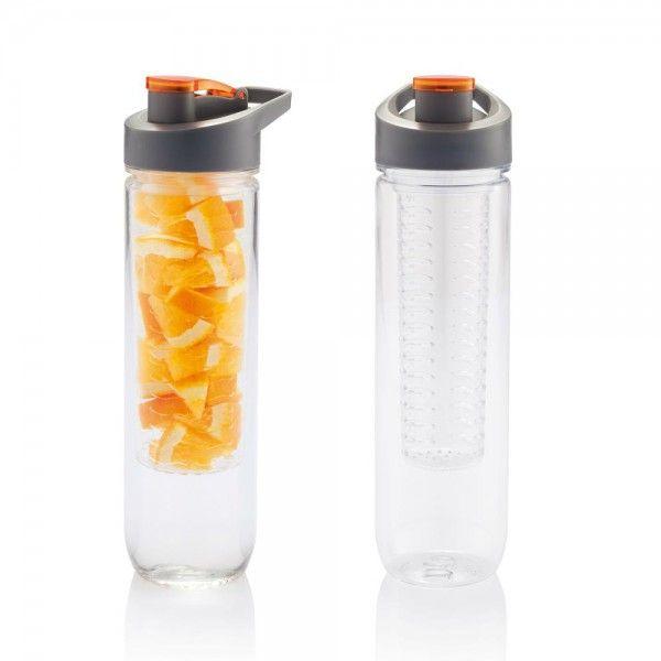 Emmenez cette bouteille d'eau transportable avec infuseur avec vous, partout où vous allez. Placez de bons fruits à l'intérieur et dégustez quand vous voulez presque 1l de boisson aromatisée...#the #tea #teatime #tealover #infuseur #infuser