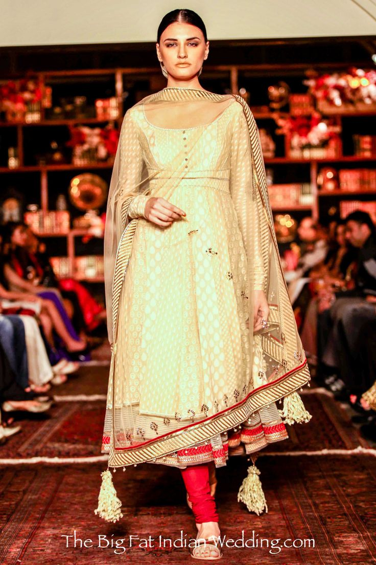 Tarun Tahilianis Spring White & Color Collection at Lakmé Fashion Week 2013