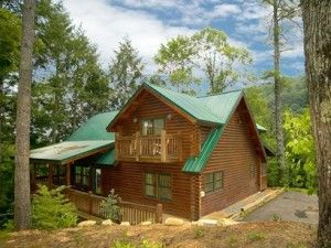 Gatlinburg Cabin Rentals with Pool Access - http://gatlinburgcabinreviews.com/gatlinburg-cabin-rentals-with-pool-access/