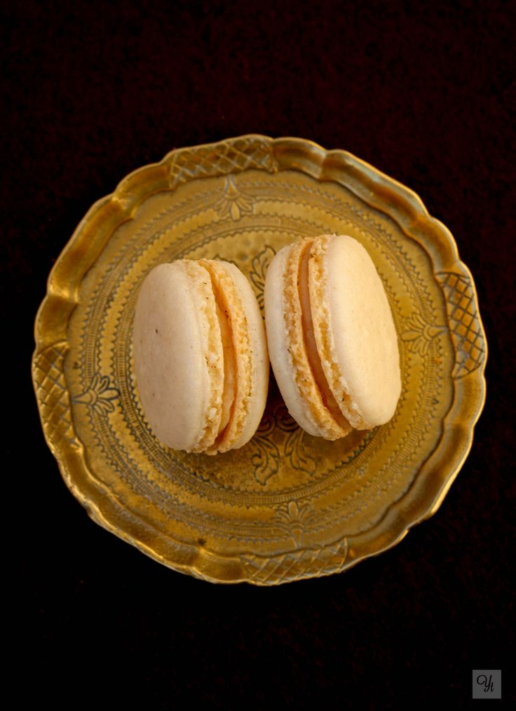 Spiced macarons filled with cinnamon cream.
