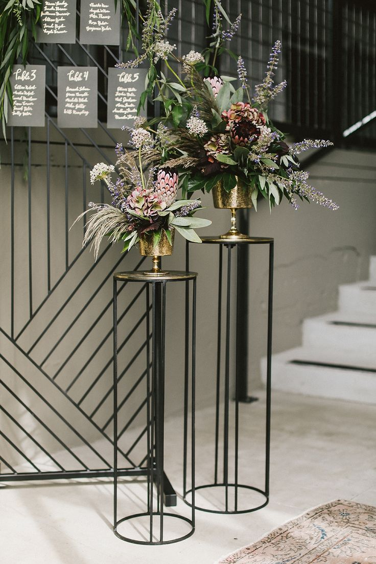 Elevate Stand Black wedding table setting, Flower