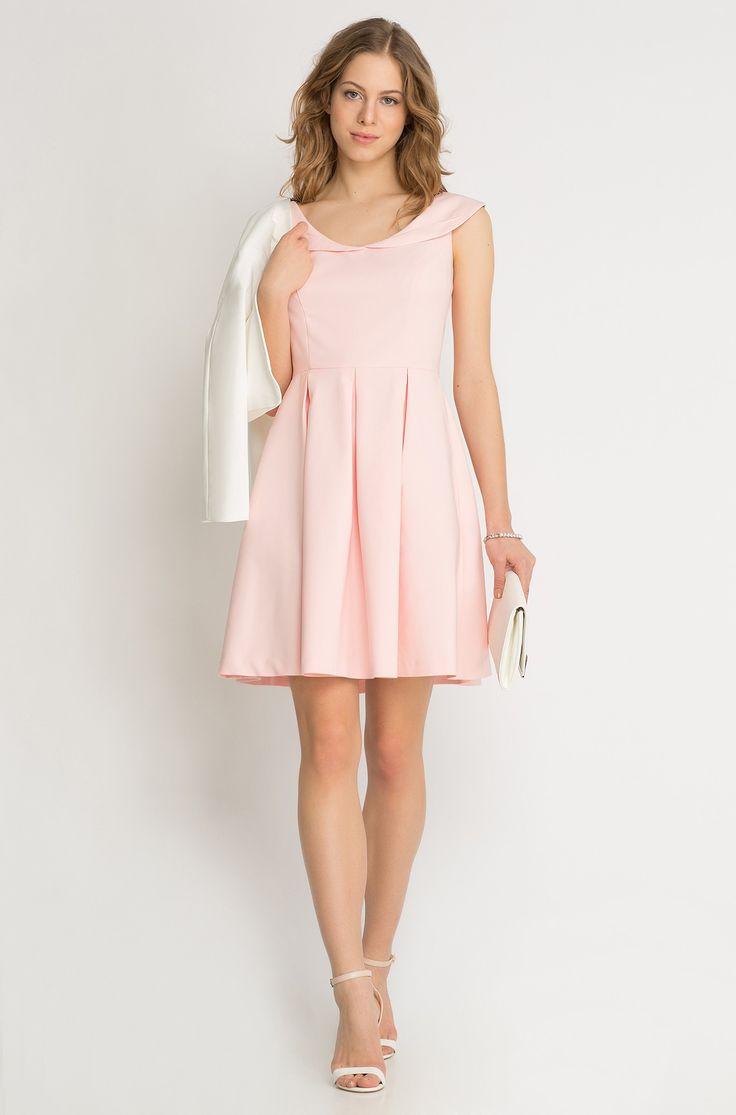 Kleid in Glockenschnitt mit Kragen