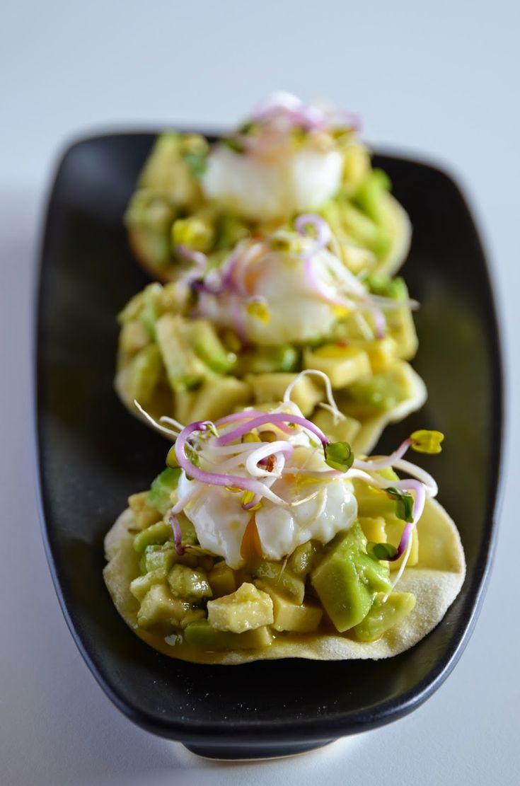 cook 'n' book: Pane carasau home-made con tartare di avocado, uovo di quaglia pochè, germogli di ravanello rosa e olio di Venafro...benvenuto Molise!