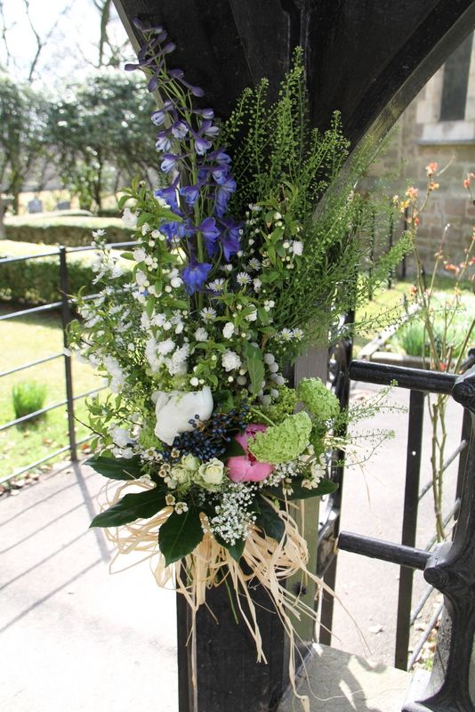 really pretty idea like rustic style - perhaps we could do this at church gate?