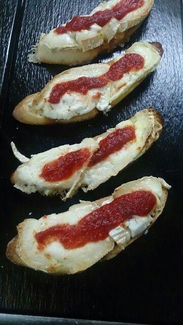 Pincho de gratén de queso de cabra con cebolla dulce #recetas #gastronomia #comer #restaurantes #malaga