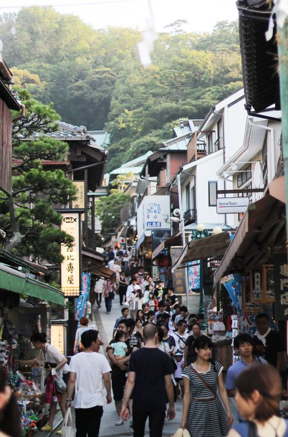江ノ島 Enoshima - a small island off Kamakura, worth it for the temples, the view and the old timey atmosphere