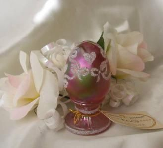 ~FREE SHIPPING ~Up for your collecting pleasure is a beautiful handpainted pedestal egg with sparkling glass frit hearts, ribbons and bows on a Dusty Rose iridescent Carnival background. This gorgeous little egg is called Iced Hearts on Dusty Rose and was handpainted by A. Meeks or Merks in 1997. This one was done especially for QVC and its QVC number is C37228. The Fenton mould number is 5145 (E8). This is a limited edition egg numbered 1941/2500. $85.00