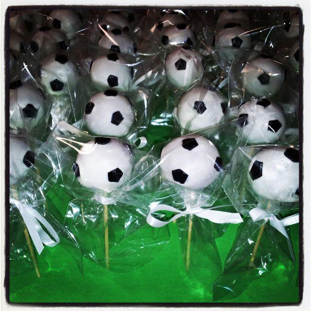 Cake Pops de balón de fútbol.