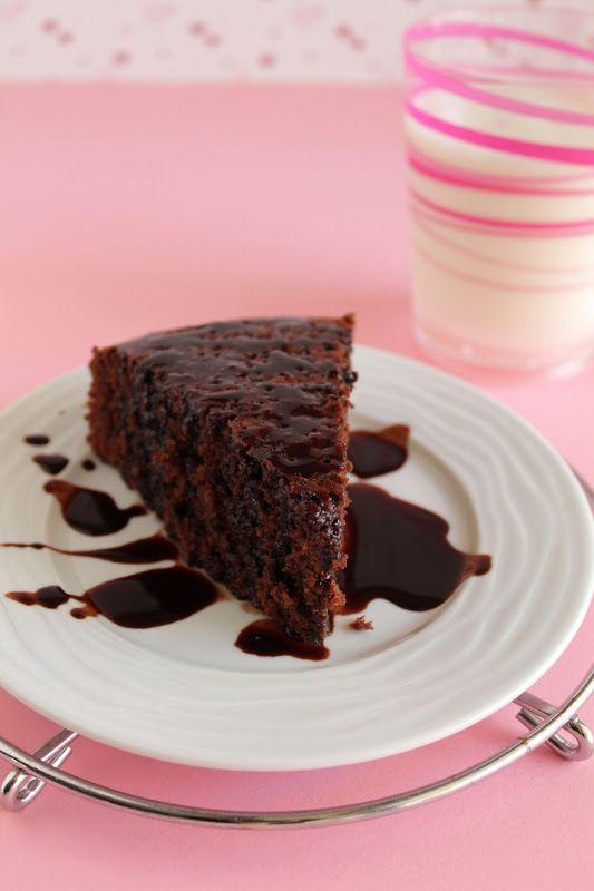 Ελαφρύ σοκολατένιο κέικ με ξινόγαλα