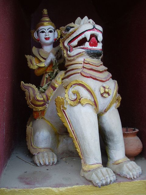 Chinthe Lion, Manuha Temple by Aidan McRae Thomson, via Flickr