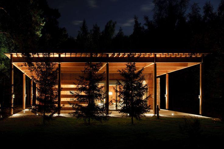 Открытые зоны имеют внешнюю подсветку, подчеркивающую красоту архитектурного решения.