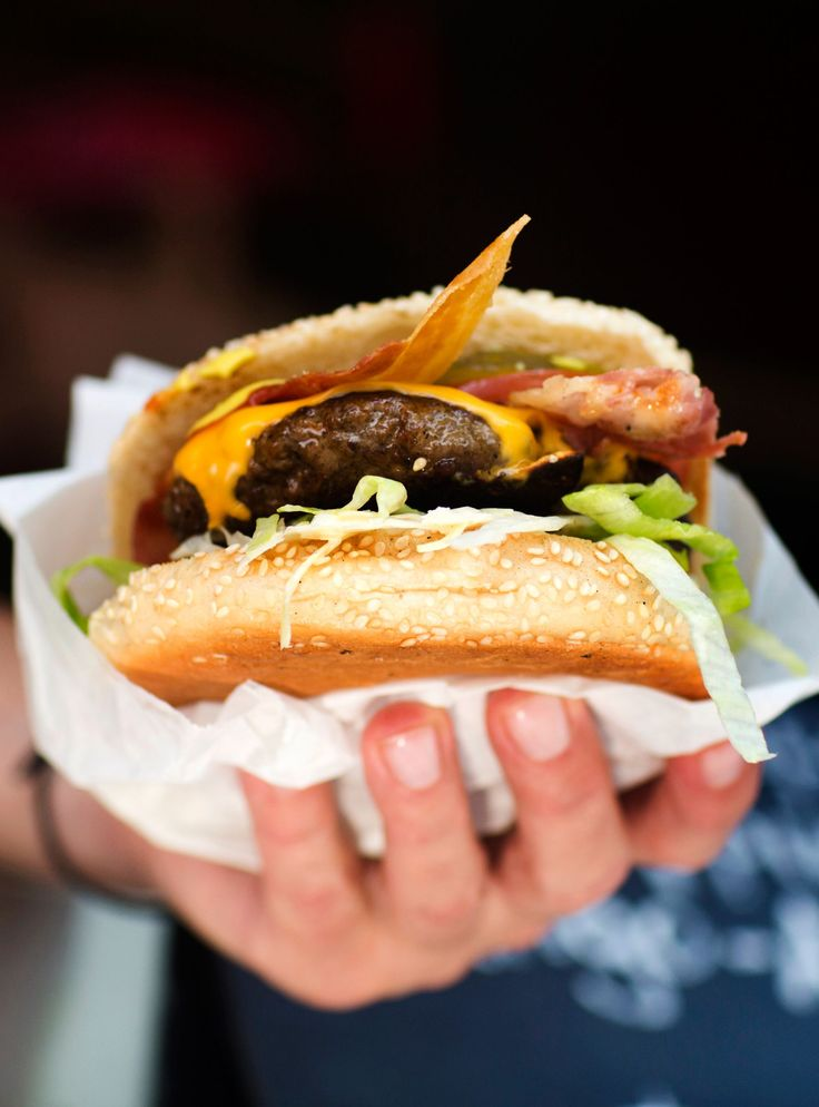 The All-Time BEST Burgers In NYC #refinery29  http://www.refinery29.com/best-burgers-nyc#slide-6  ...