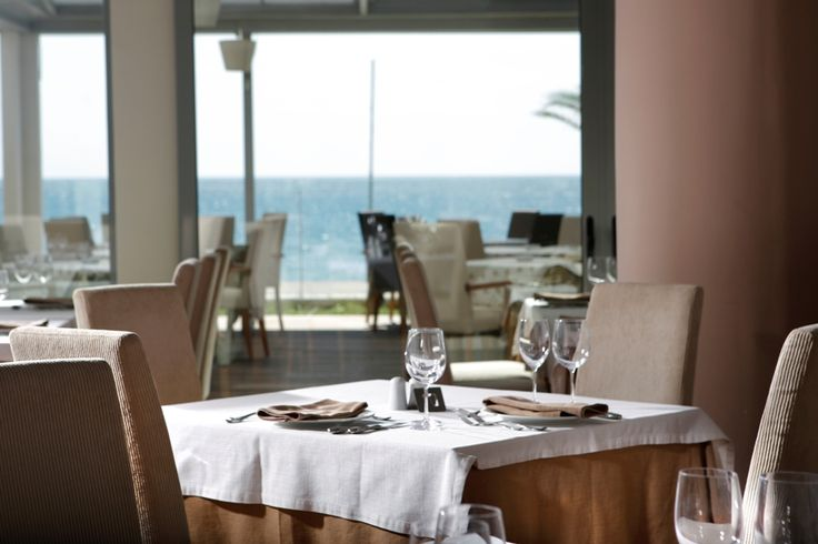 If you want to feel the zenith enjoyment of Greek and international gastronomy and a wide variety of drinks and cocktails, you only have to visit the dining areas and bars of Elite City Resort at Kalamata.