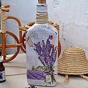 Купить или заказать Бутылка декоративная декупаж в интернет-магазине на Ярмарке Мастеров. Lavandula - декоративная бутылка для Вашего интерьера в стиле Прованс. Букетик лаванды - объёмный. Внутри чистое стекло! Можно использовать под масло или уксус, вино, ликер, настоев трав. Основные цвета: белый, лавандовый, бежевый коричневый. Интересно смотрится в паре с бутылочкой 'Provence' www.livemaster.