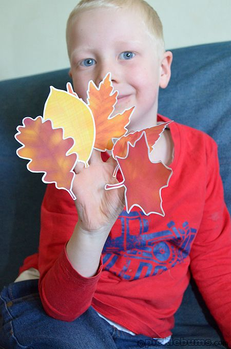 Five Golden Autumn Leaves song (video) and printable finger puppets from picklebums