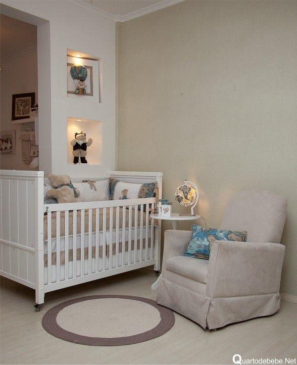 quarto de bebê tema aviação com tapete redondo