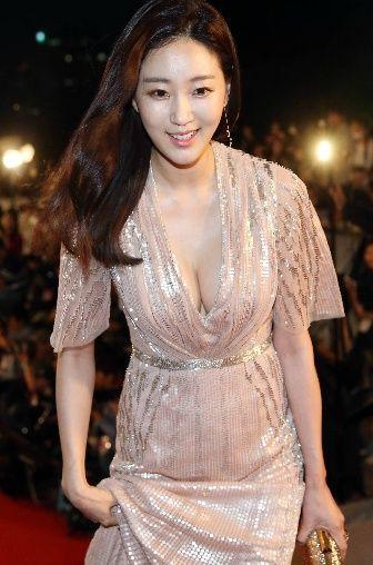 내년이면 마흔. 다이어트자극사진 김사랑 수영복고화질 Kim Sa rang (1978) is a Actress. She is most known for her work in the Television series Secret Garden. She has a degree in traditional Korean Music from Young-in Uni. Kim..
