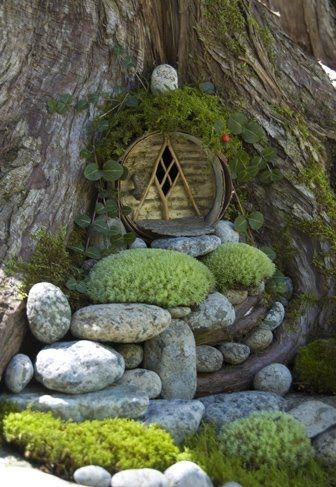 Fairy House. I want these all over my garden. (pinned from) Me too! Love these little themed areas. (Robin)