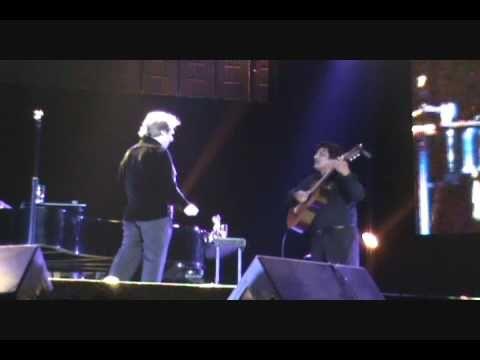 Raphael  - Cuando llora mi guitarra (18 Noviembre 2009, Lima - Perú)