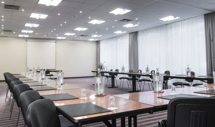 Six conference rooms varying in size up to 95 square metres are available for conferences, seminars, meetings and parties at the Mercure Hotel Düsseldorf Neuss. The rooms are flooded with daylight and some of the rooms can be combined to create a space between 38 and 138 square metres in size.