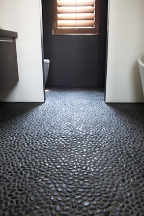 Bathroom floor of pebble stones for a natural organic effect byCOCOON.com | Pebble tiles in the bathroom | Dutch Designer Brand COCOON