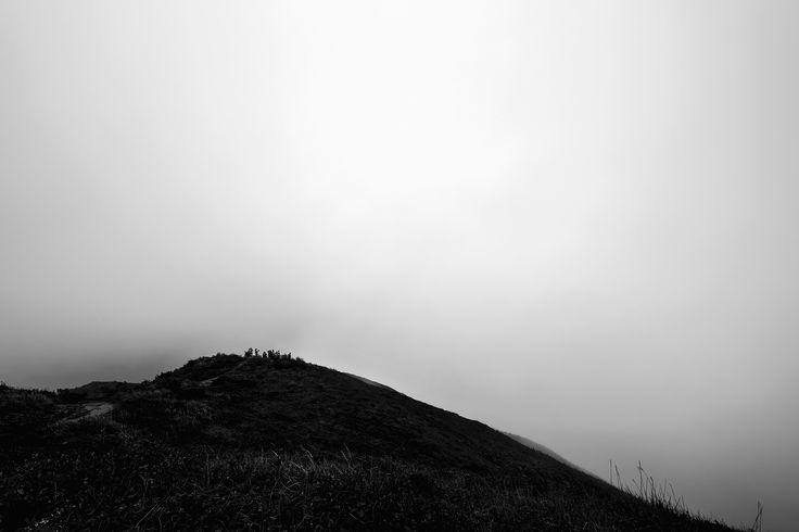 https://flic.kr/p/Ki6dUN | Dragon's Back Trail | A foggy view from the top of the Dragon's Back trail.