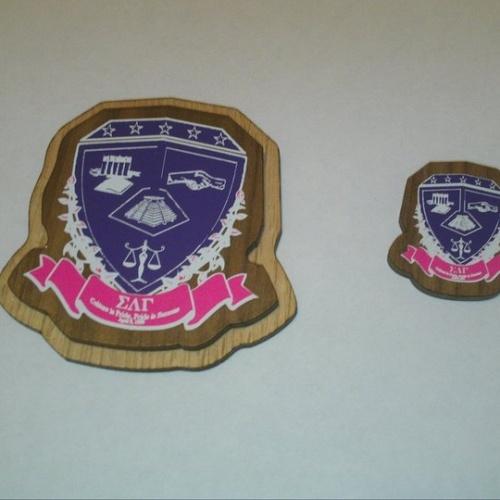 Sigma Lambda Gamma Crest
