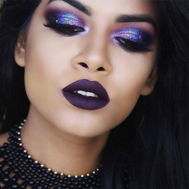 Nothing screams space goddess more than this gorgeous galaxy eye makeup.