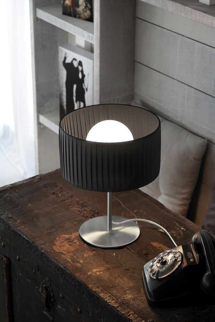 "The ""Fog plissè"" table lamp by Morosini joins refined elegance with functionality.  This lamp creates  a beautiful diffused light, thanks  to its ""Plisse fabric"" shade and to a blown globe glass internal diffuser. The metal part is in nickel satin finish."