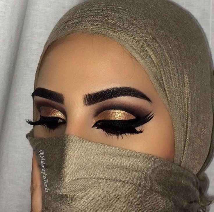 Triple liner in this dramatic liner look